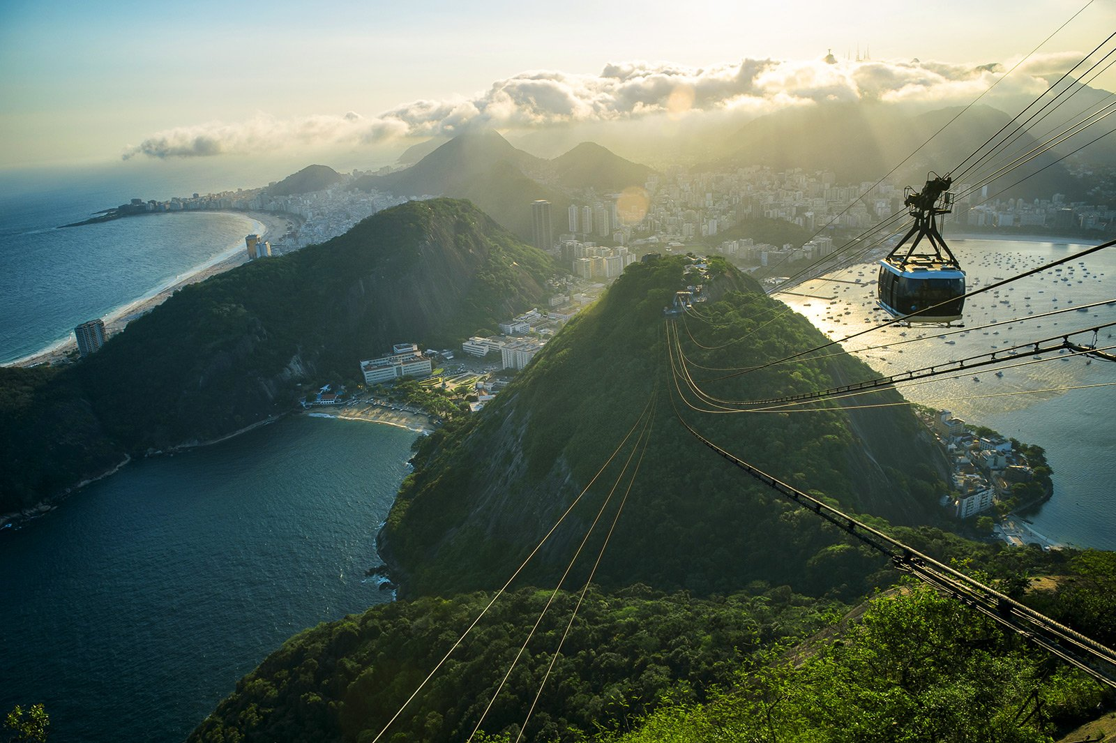 How to climb the top of Sugarloaf by the cableway in Rio de Janeiro