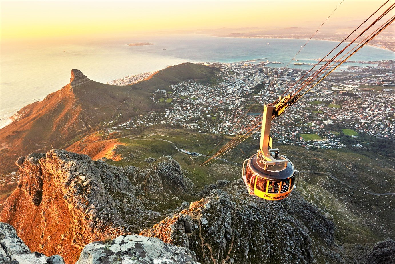 How to reach the highest mountain by cable railway in Cape Town