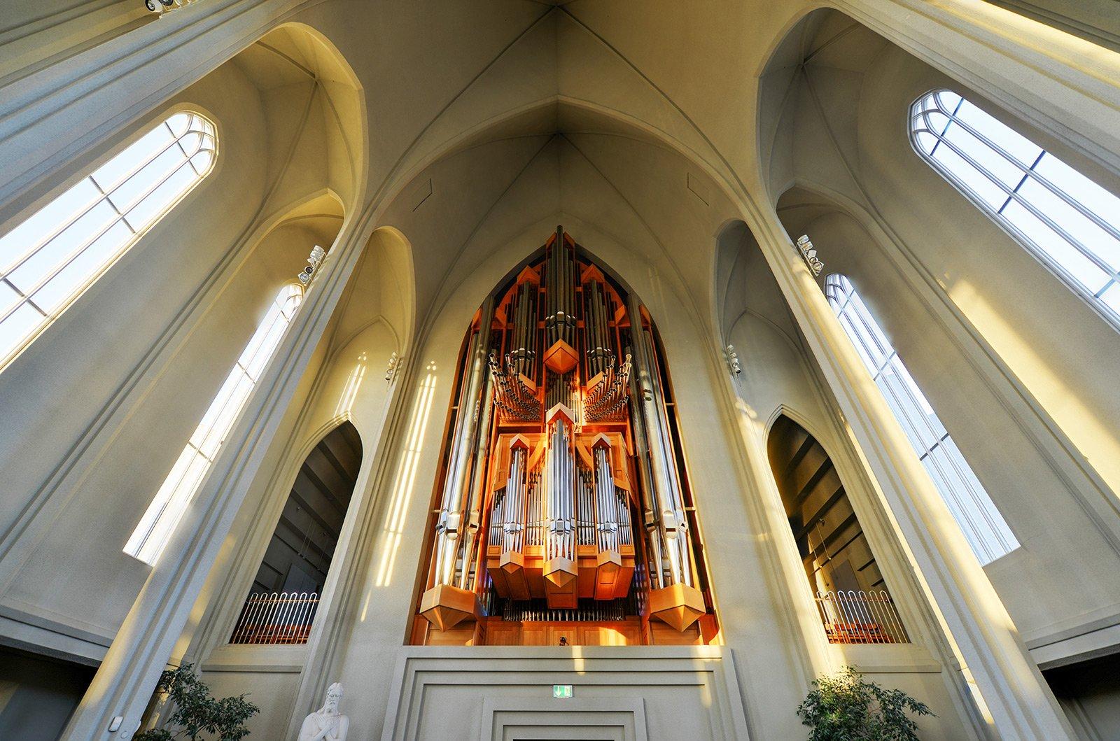 How to listen to organ music in the Hallgrímskirkja in Reykjavik