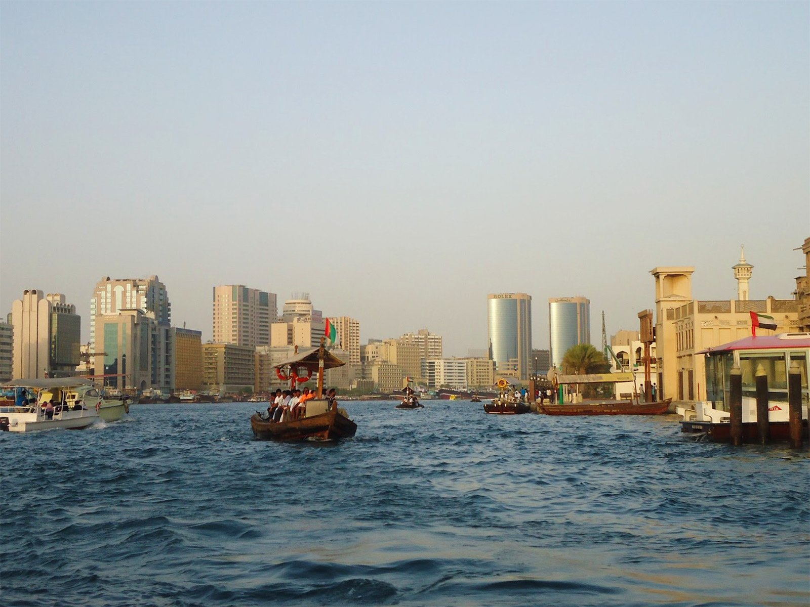 How to take an abra boat in Dubai