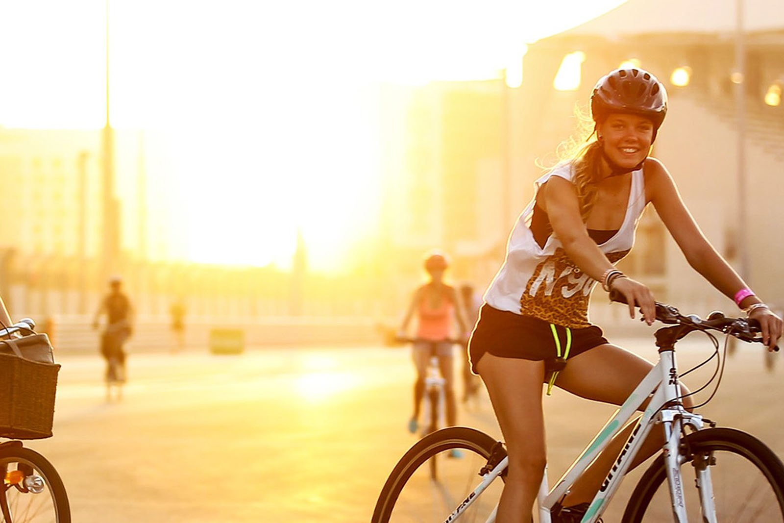 How to take a bike ride along the Corniche promenade in Abu Dhabi