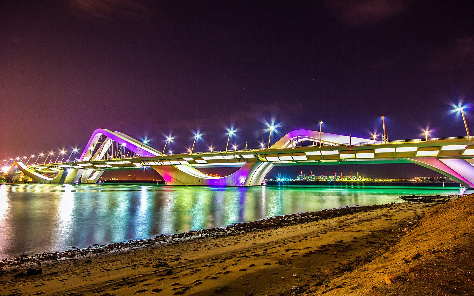 How to drive over Sheikh Zayed Bridge in Abu Dhabi