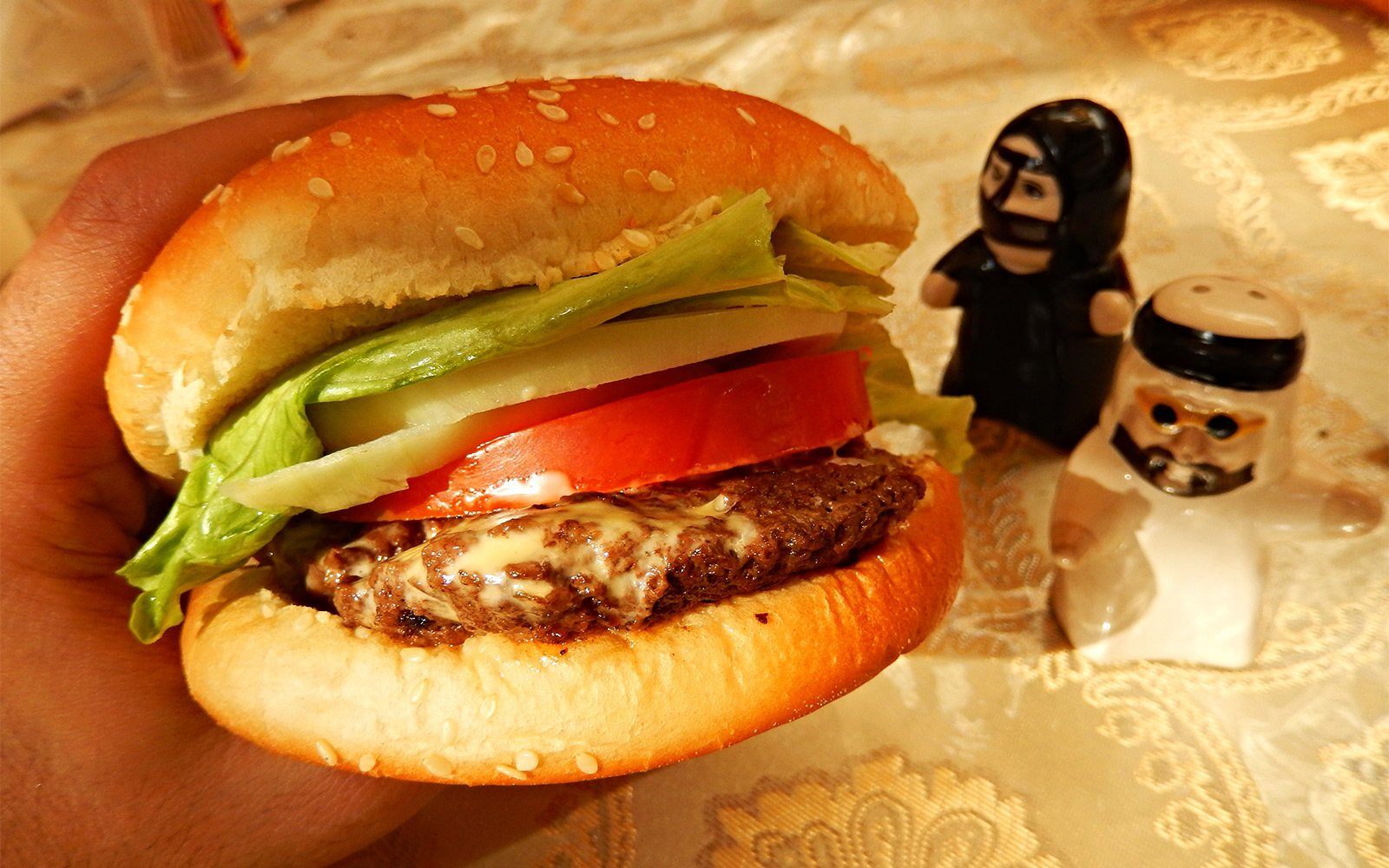 How to taste a camel burger – a sandwich with camel meat in Dubai