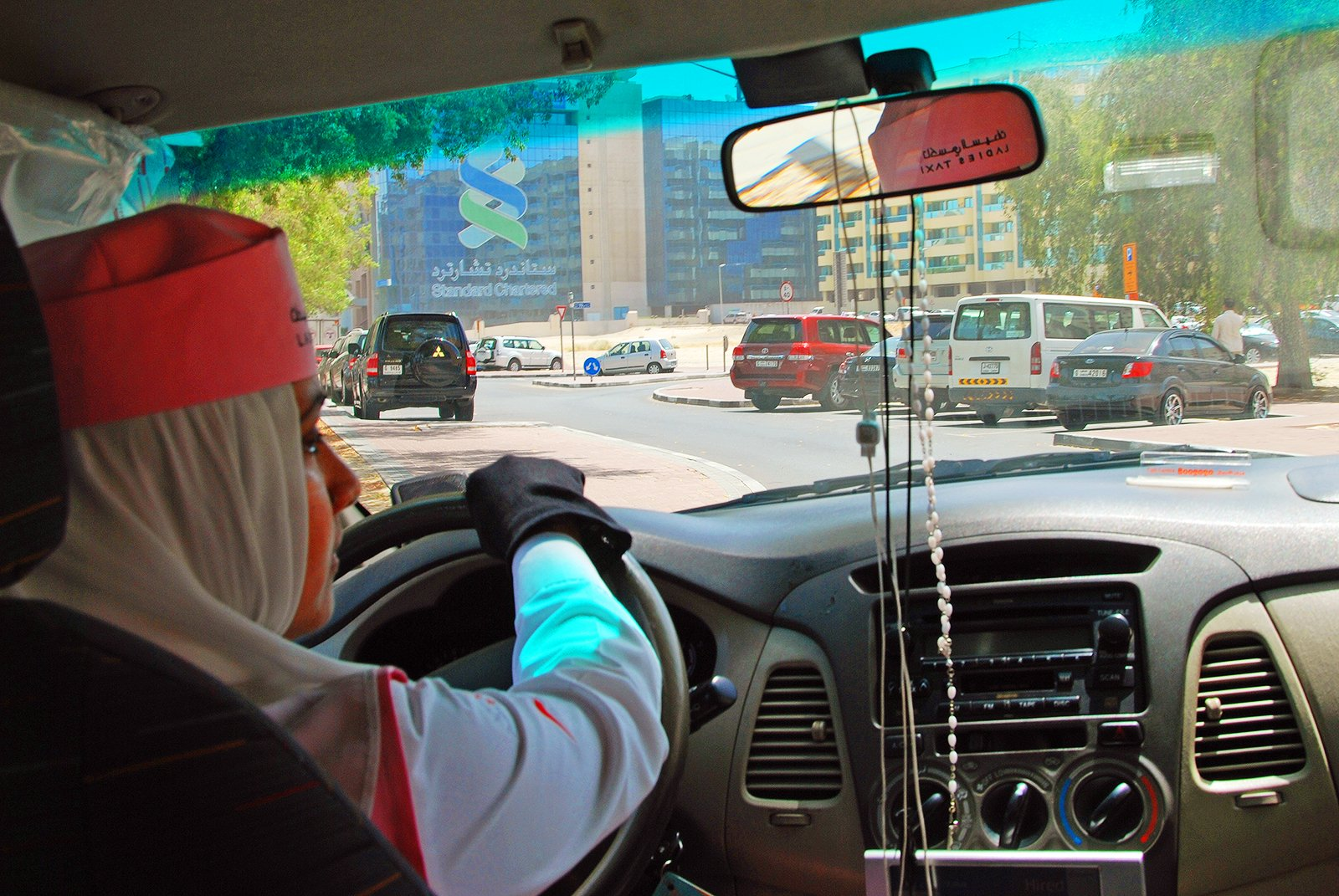 How to take a taxi for women in Dubai