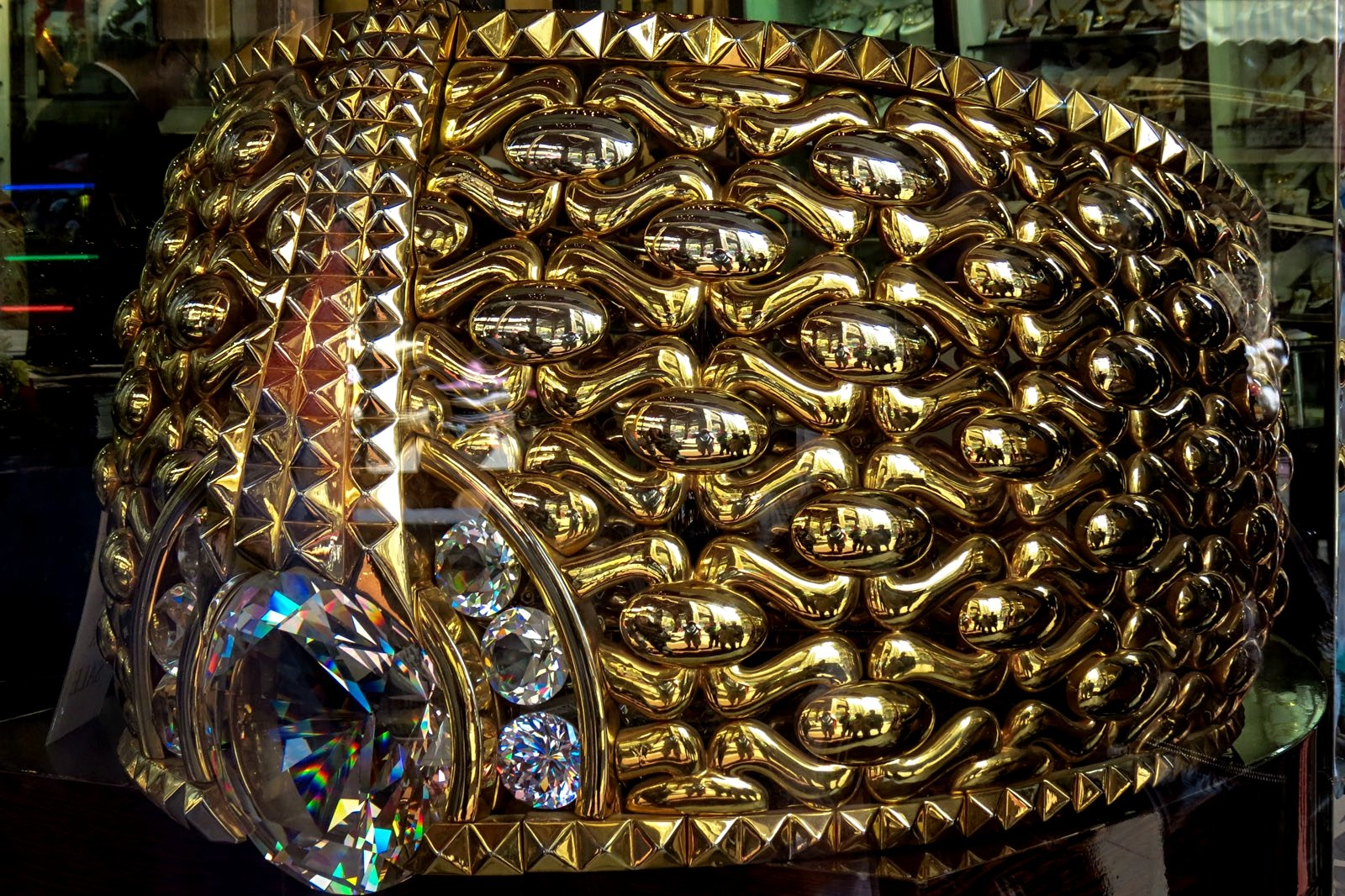 How to see the largest gold ring in the world in Dubai