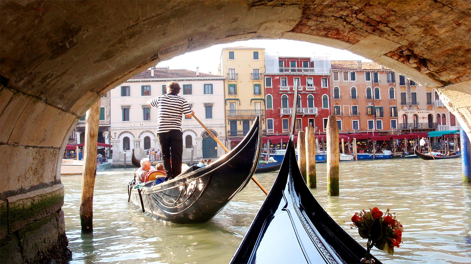 How to take a gondola ride through Venice canals in Venice