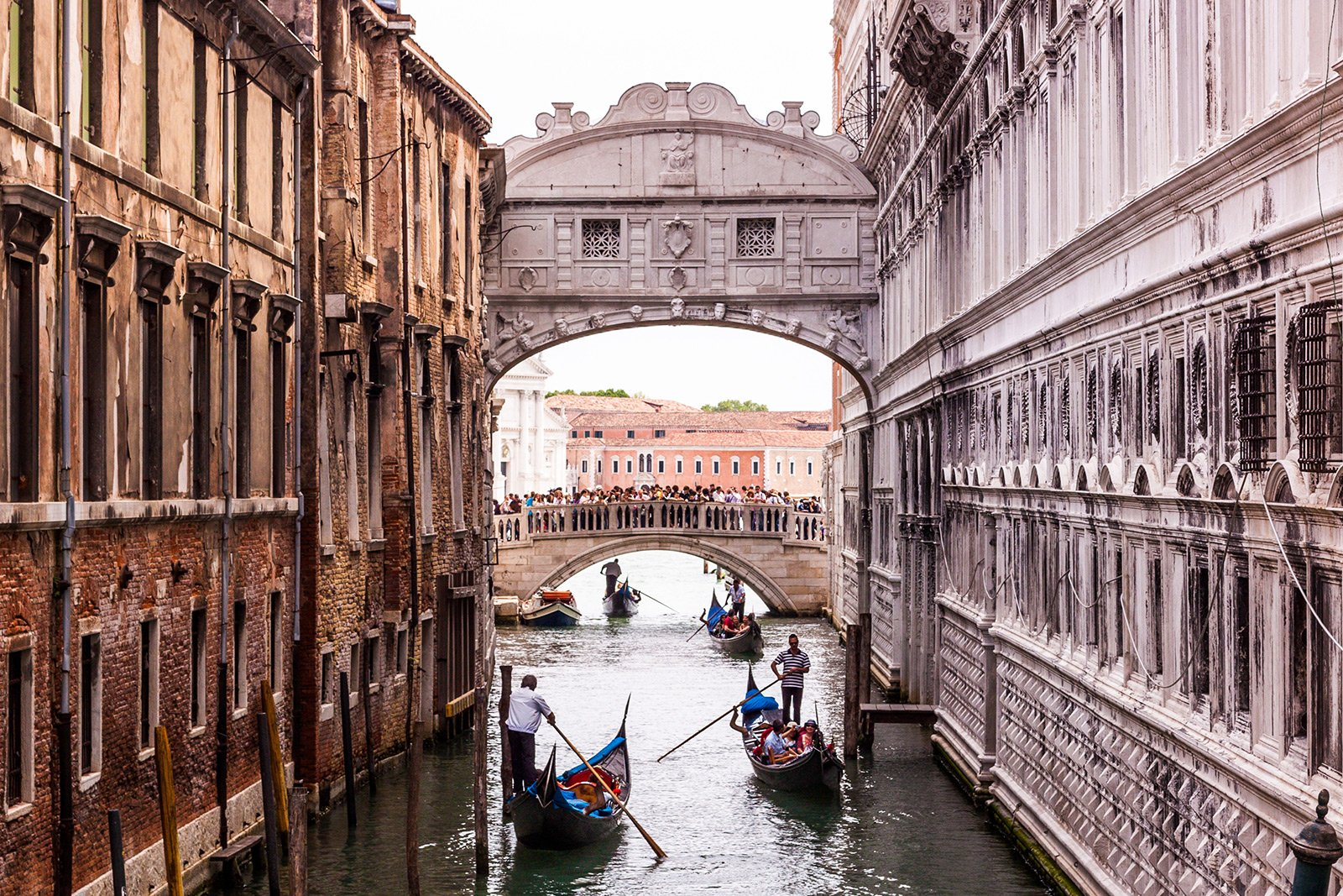 How to kiss under the Bridge of Sighs in Venice