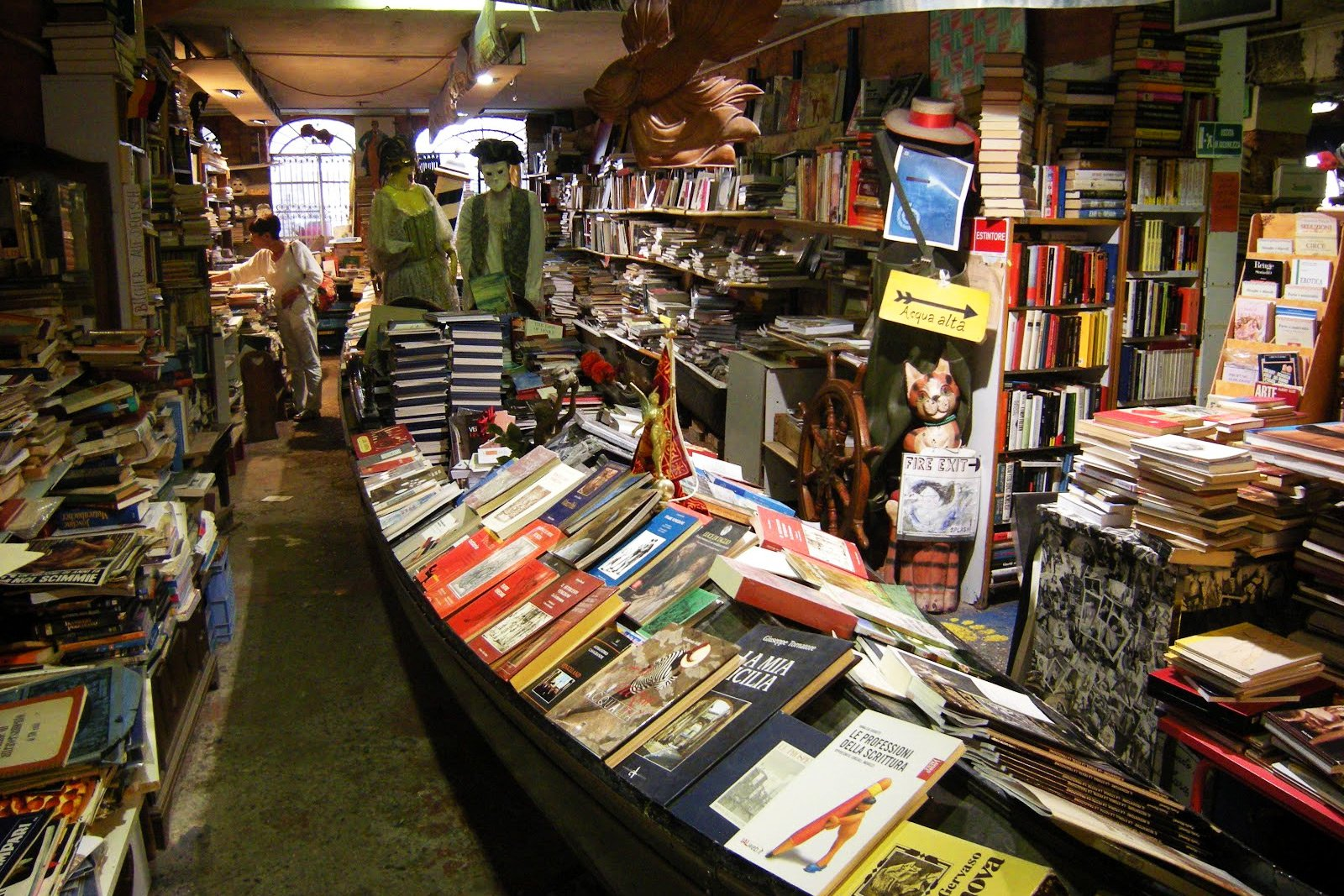 How to visit the unusual Acqua Alta bookshop in Venice