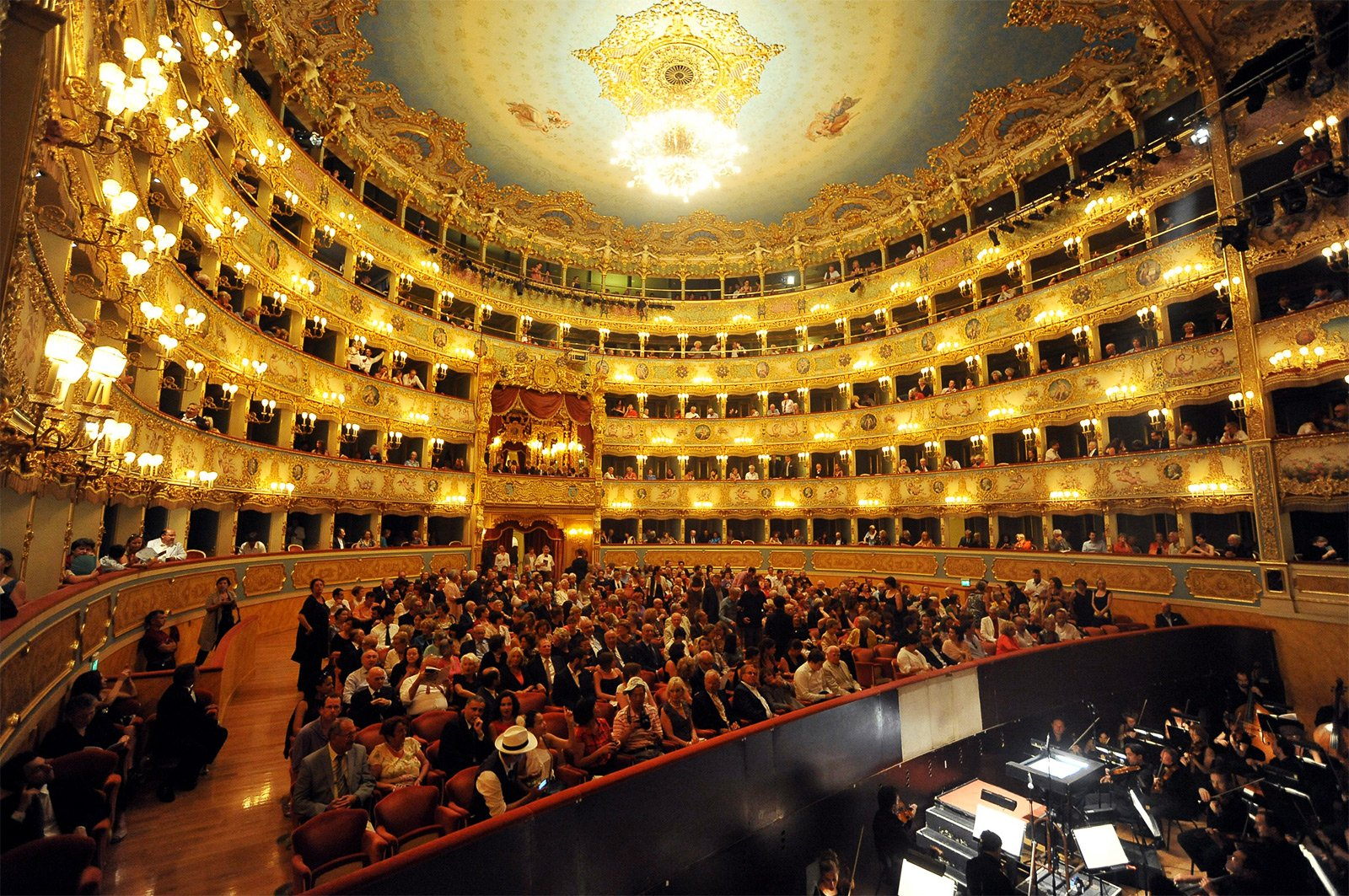 How to listen to opera at La Fenice in Venice