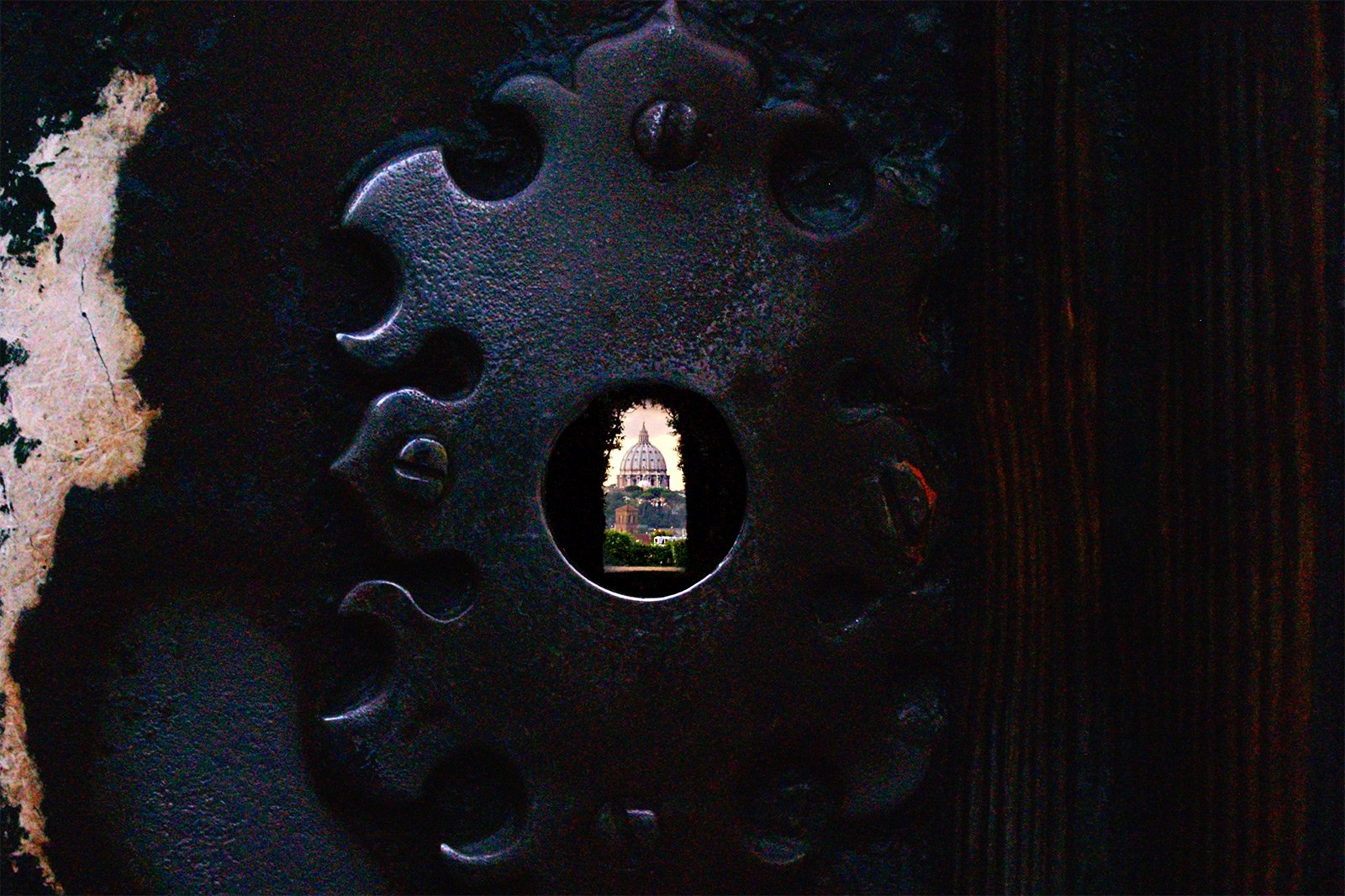 How to peek through the Knights of Malta keyhole in Rome