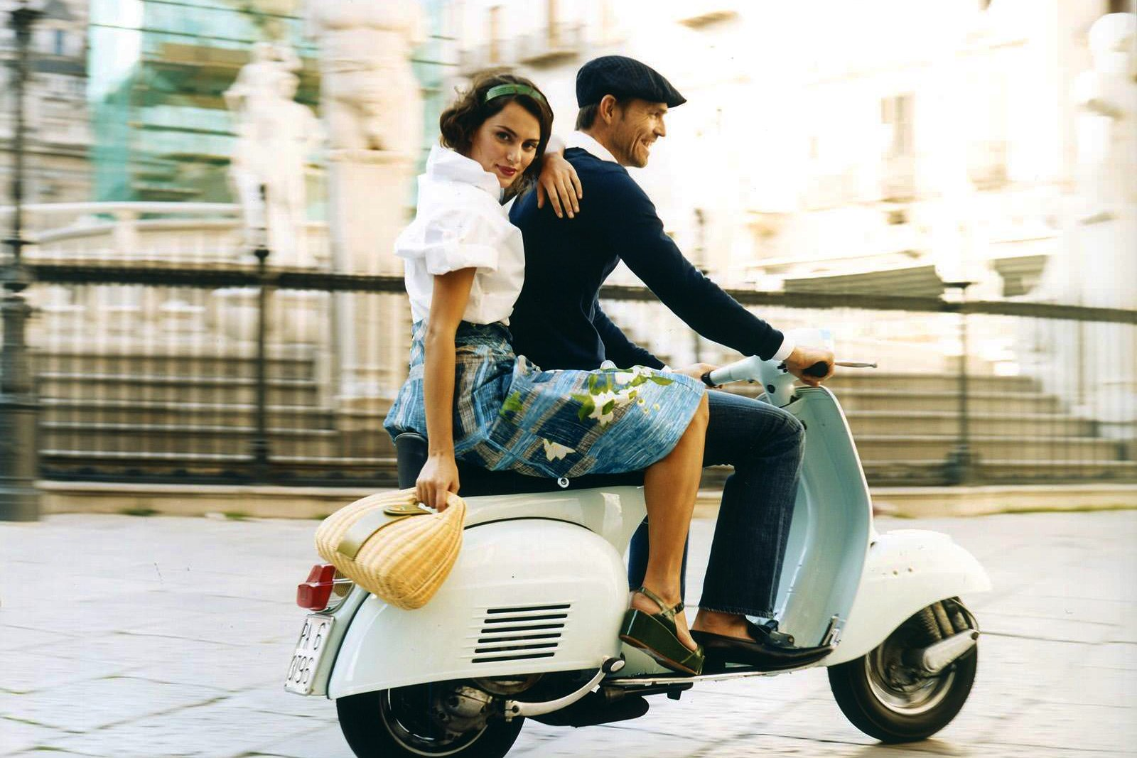 How to drive Vespa - iconic italian scooter in Rome