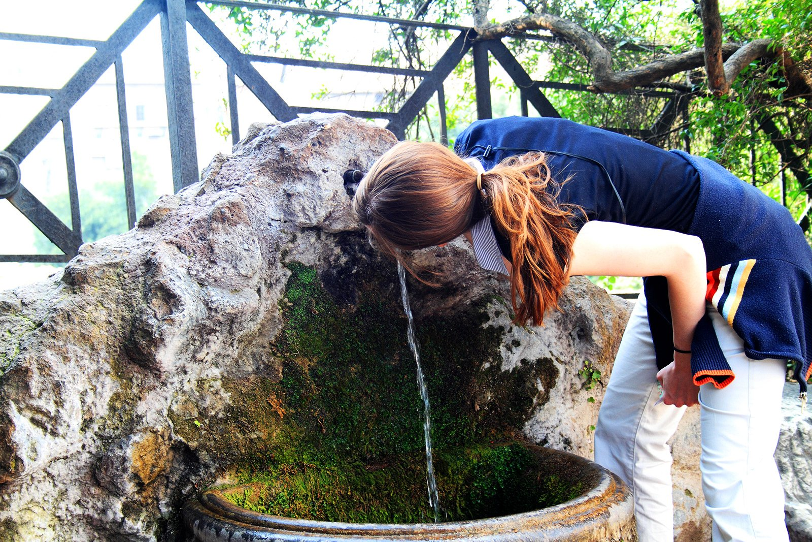 How to drink water from fontanelle in Rome