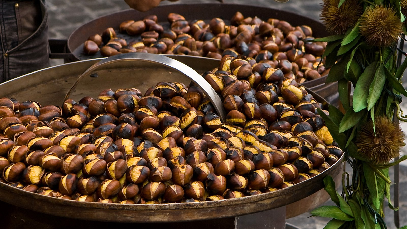 How to try roasted chestnuts in Rome