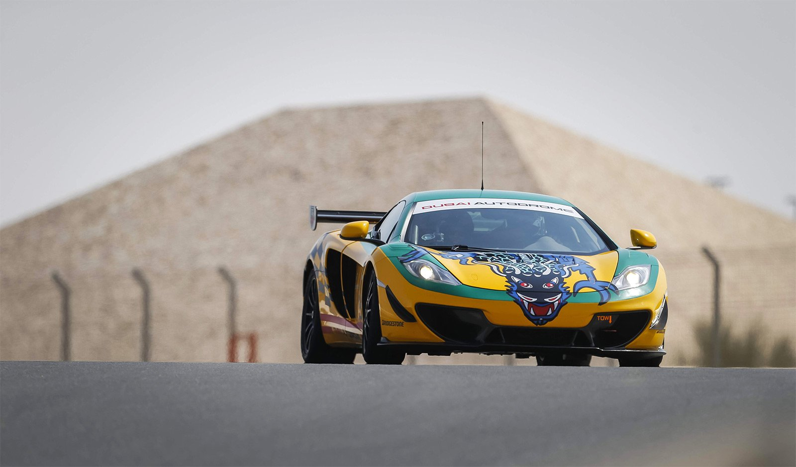 How to drive a thoroughbred McLaren Racing Machine in Dubai