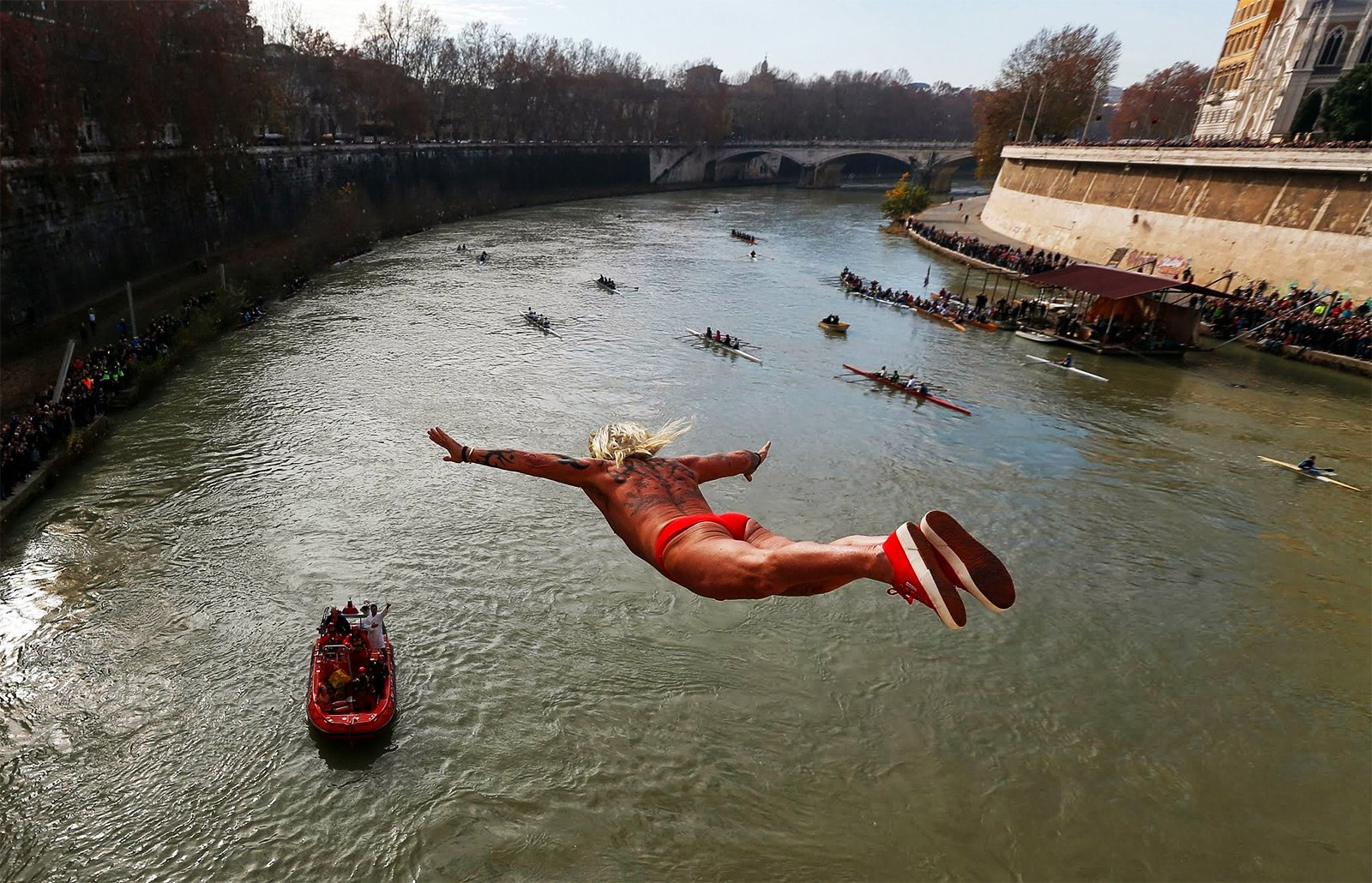 How to jump into Tiber river on the 1st of January in Rome