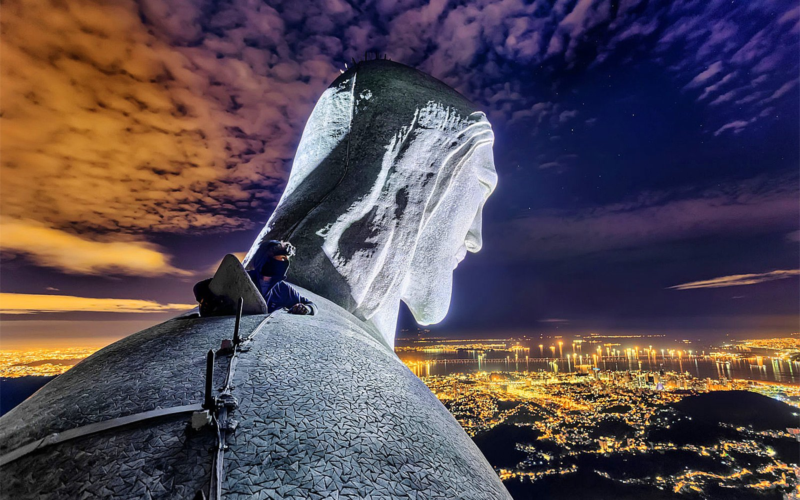 How to climb to the top of the statue of Christ the Redeemer in Rio de Janeiro