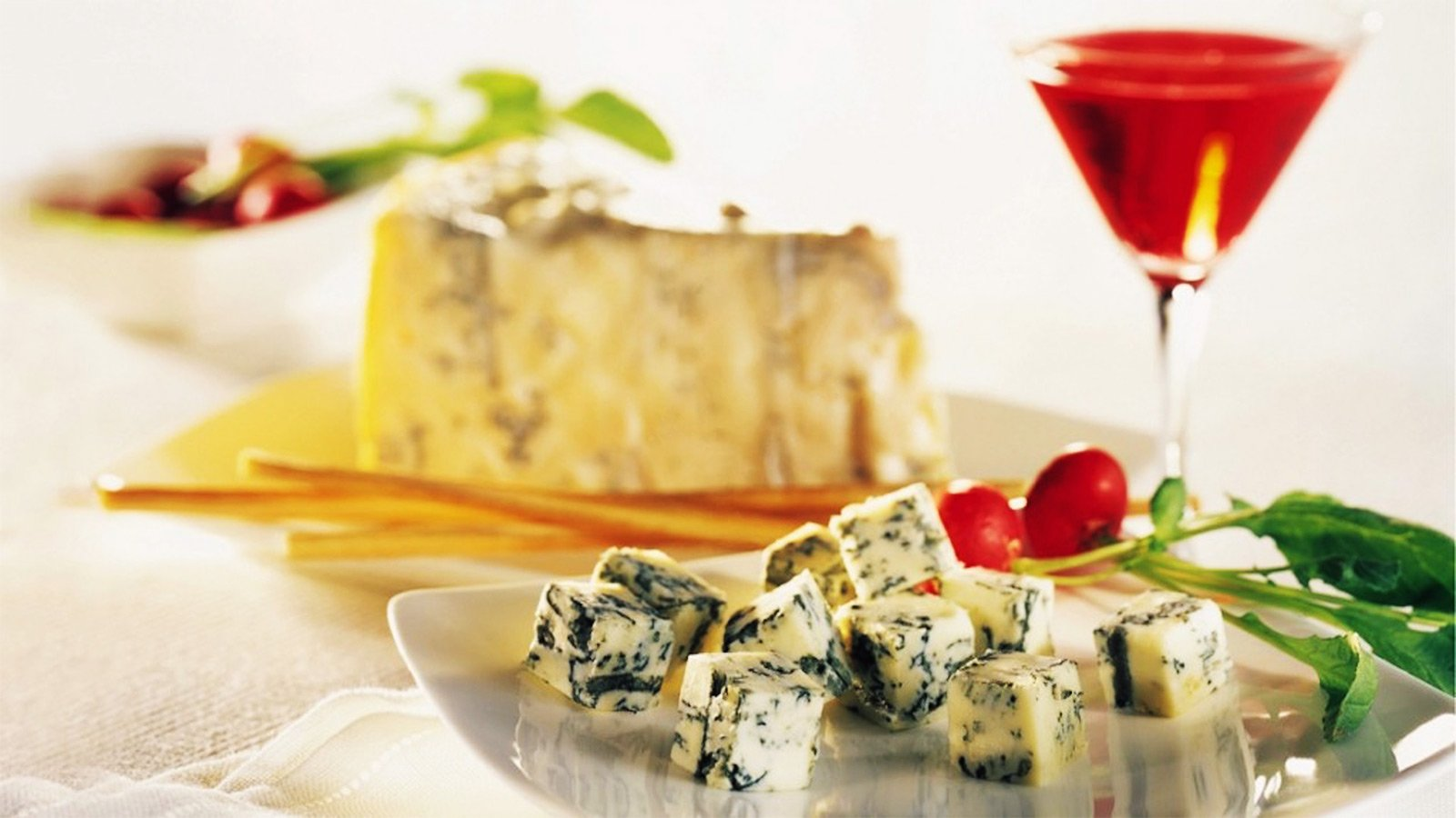 How to try Gorgonzola in Milan