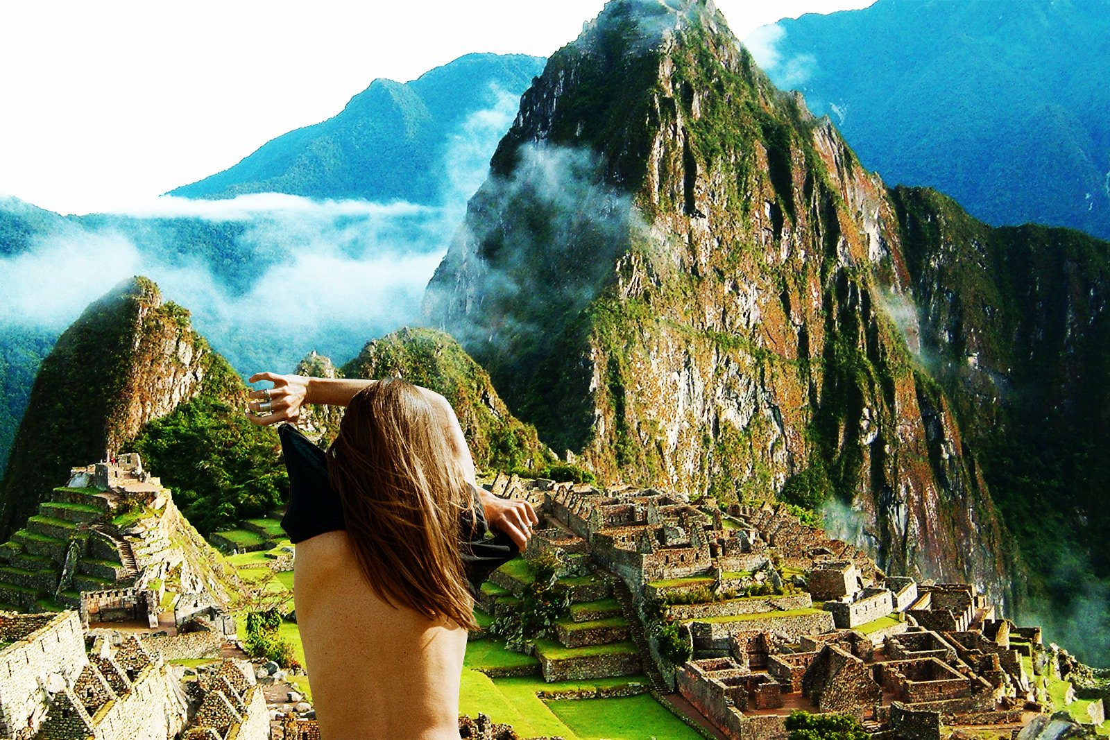 How to take a naked selfie on the background of Machu Picchu in Aguas Calientes