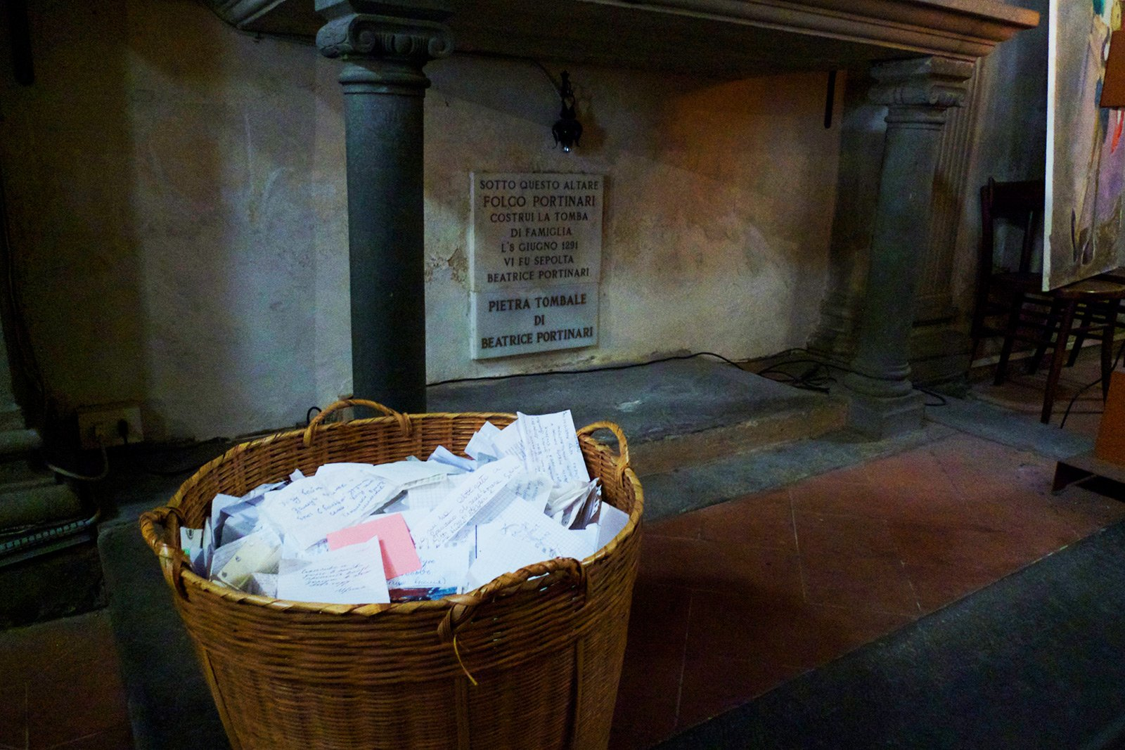 How to leave a love note at the grave of Beatrice in Florence