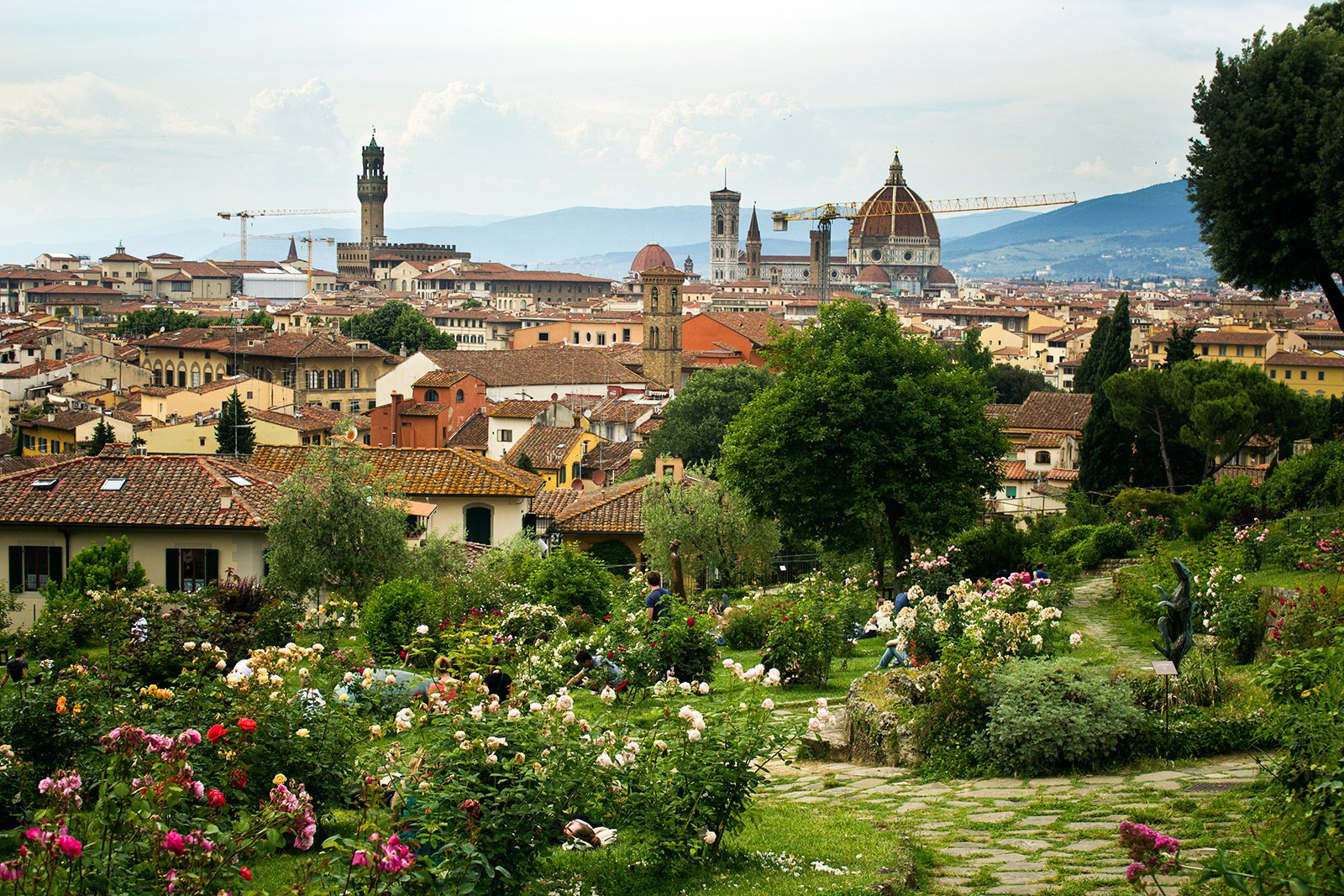 How to walk on the terraces of Rose Garden in Florence