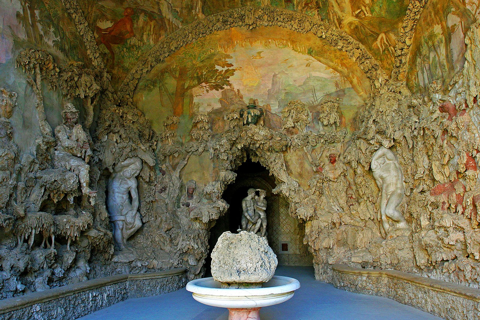 How to find the secret passage in the Buontalenti Grotto in Florence