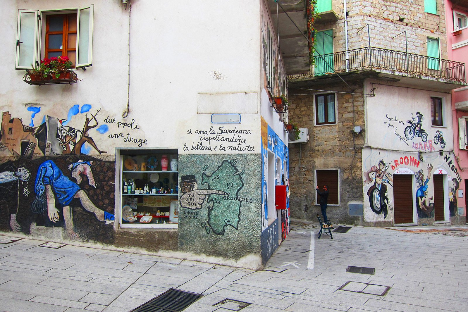 How to see murales on Sardinia