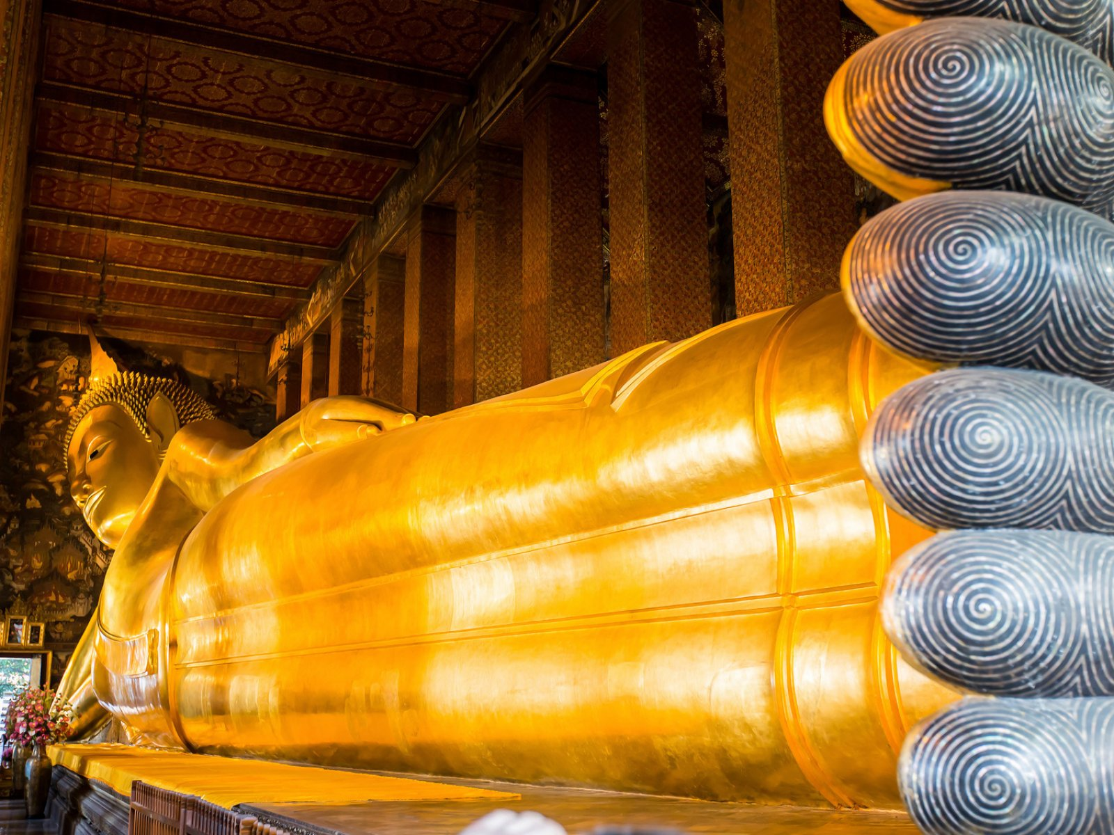 How to make a wish at the Temple of the Reclining Buddha in Bangkok & to make a wish at the Temple of the Reclining Buddha in Bangkok islam-shia.org
