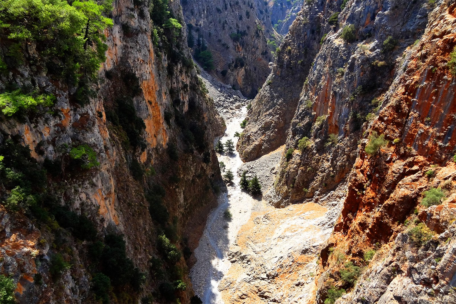 How to go along the bottom of the Aradena Gorge on Crete