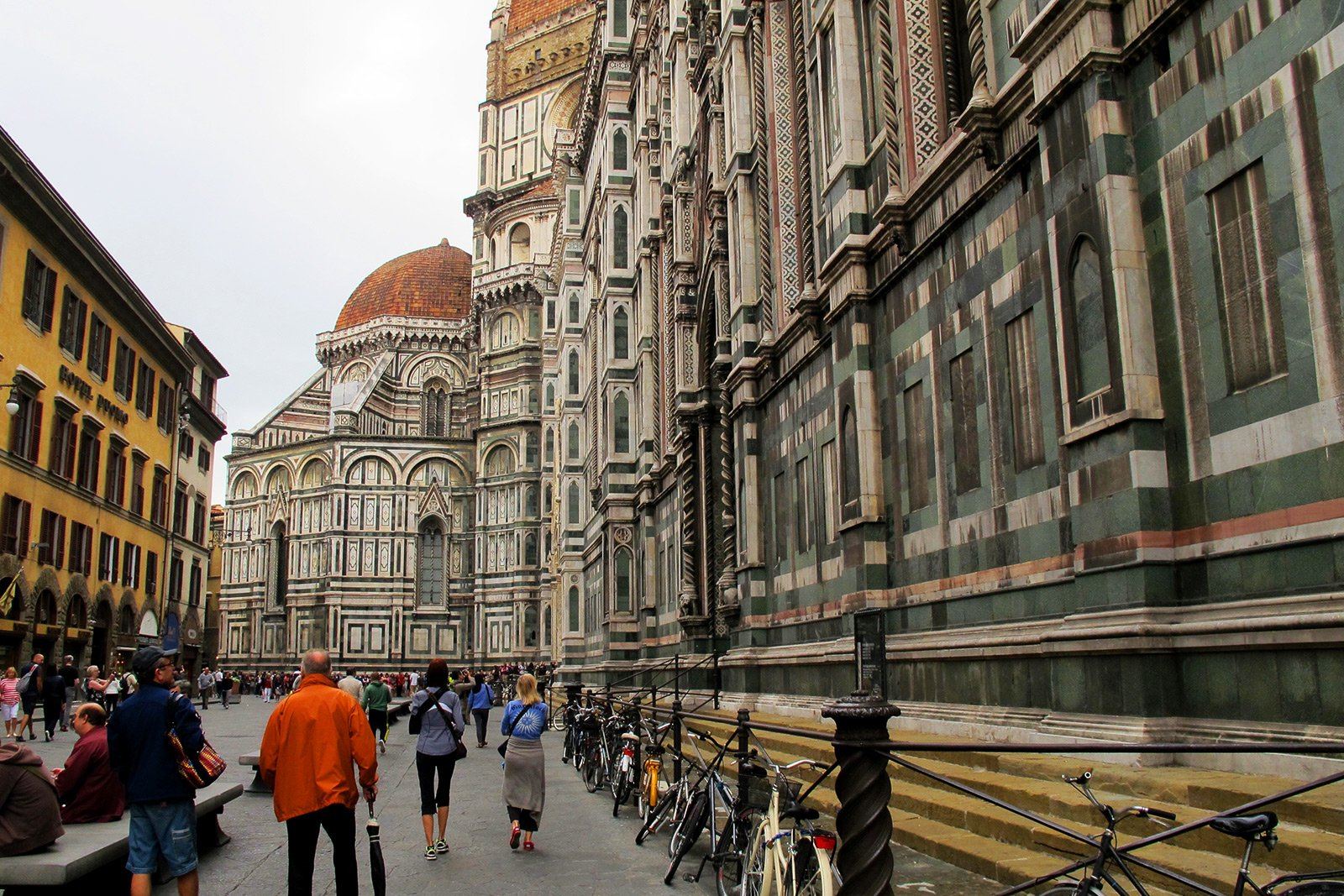 How to walk around Piazza Duomo in Florence