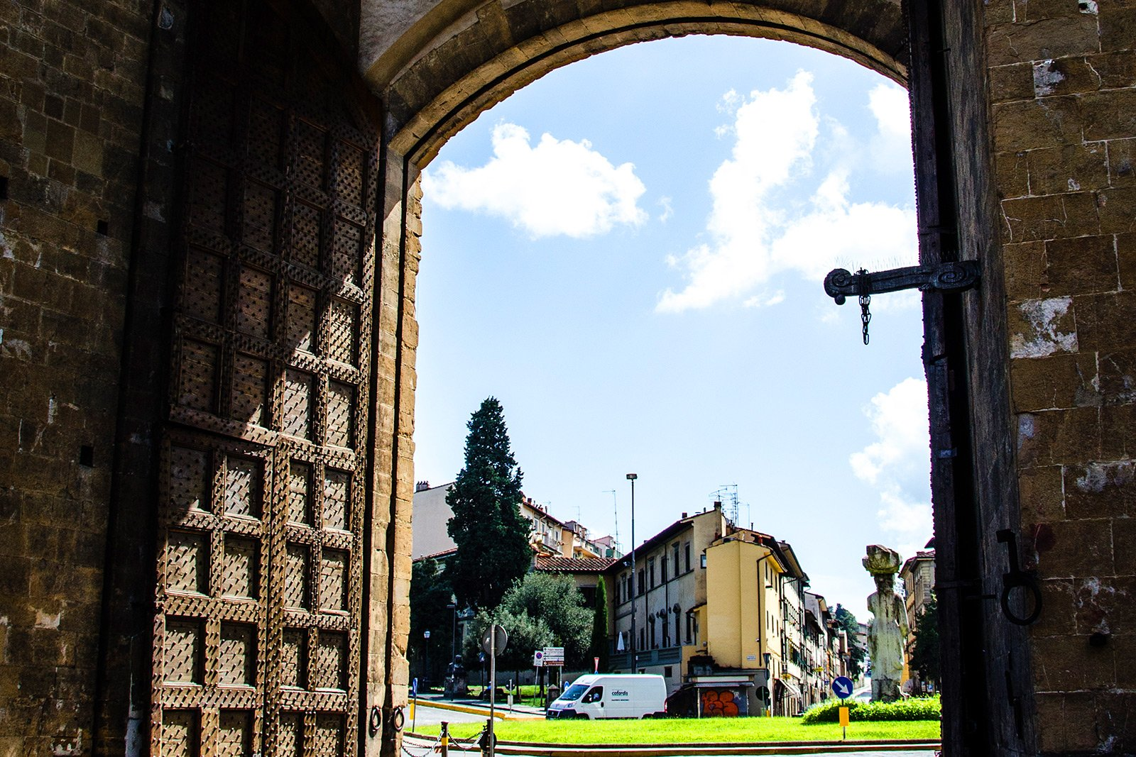How to go through Porta Romana in Florence