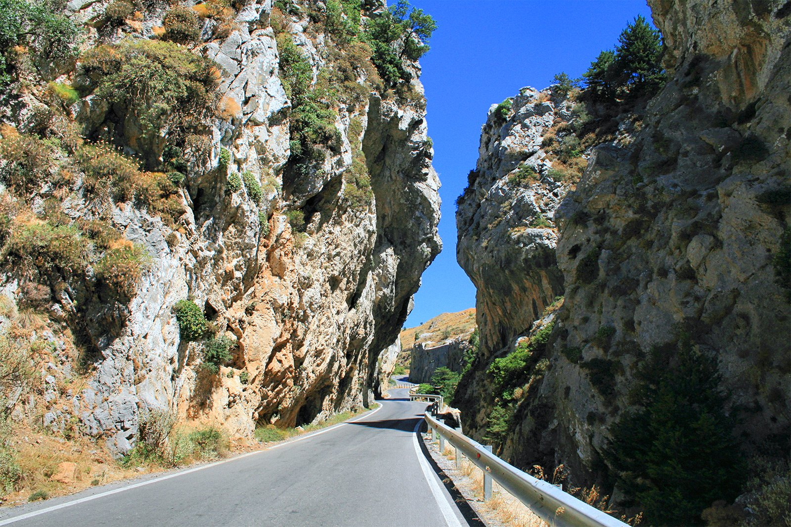 How to drive the scenic road Koksare-Preveli on Crete