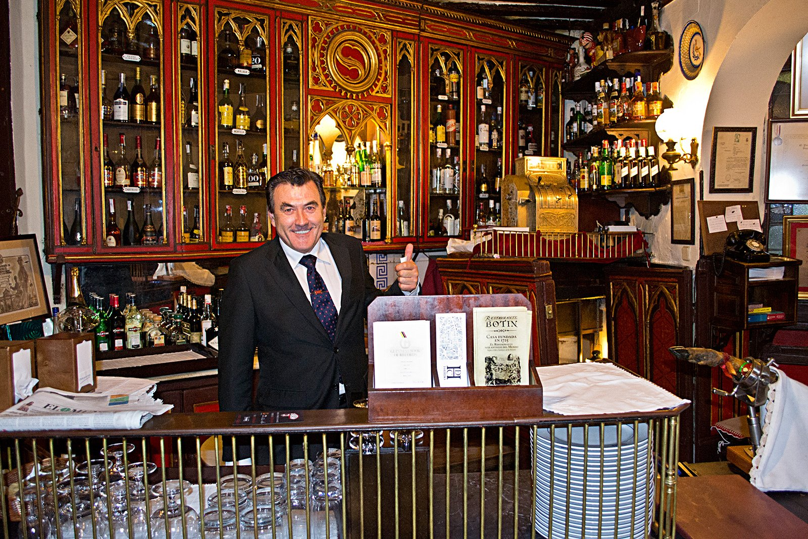 How to have a dinner in the oldest restaurant in the world in Madrid