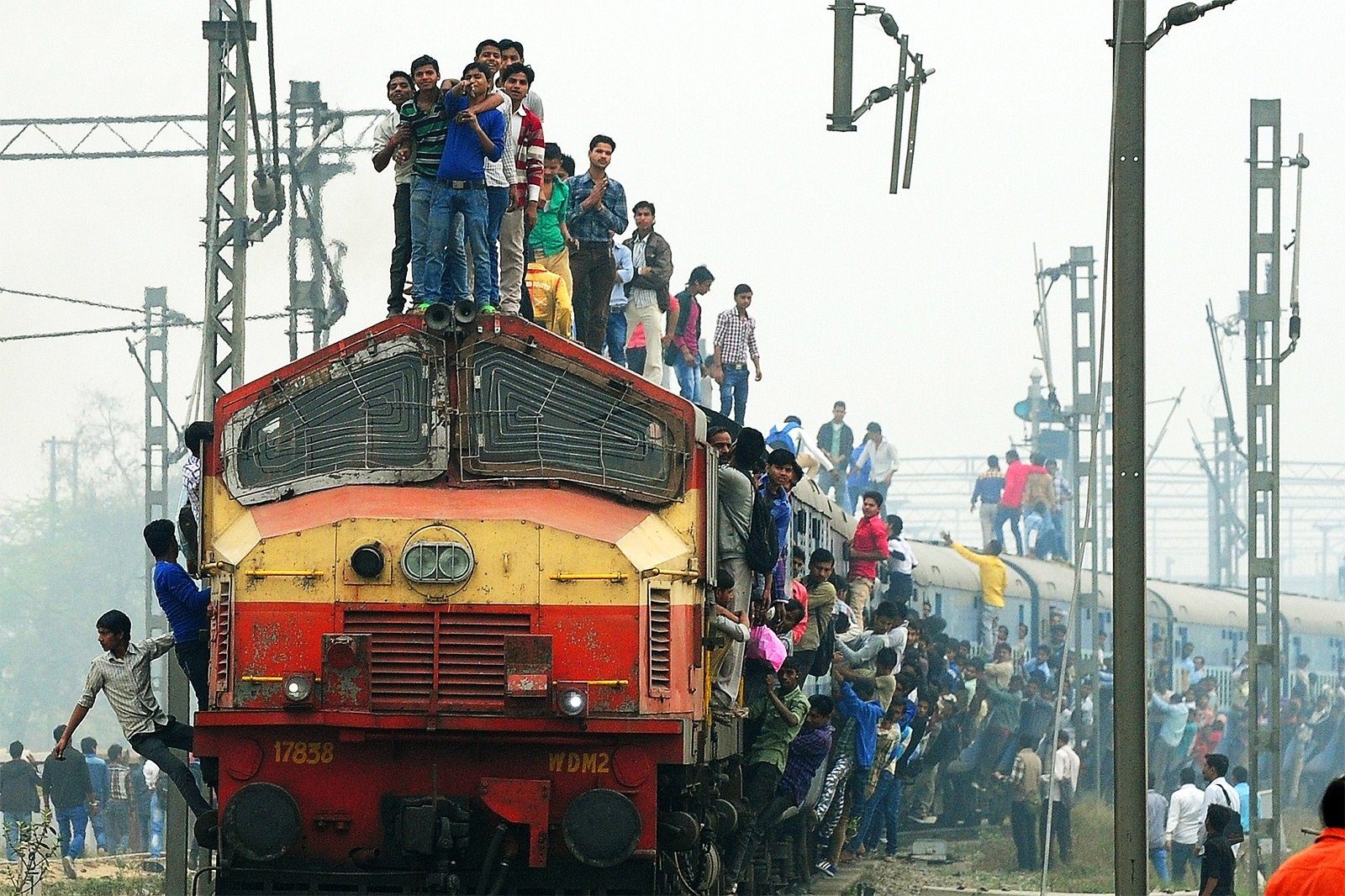 How to ride on the roof of a train in Mumbai