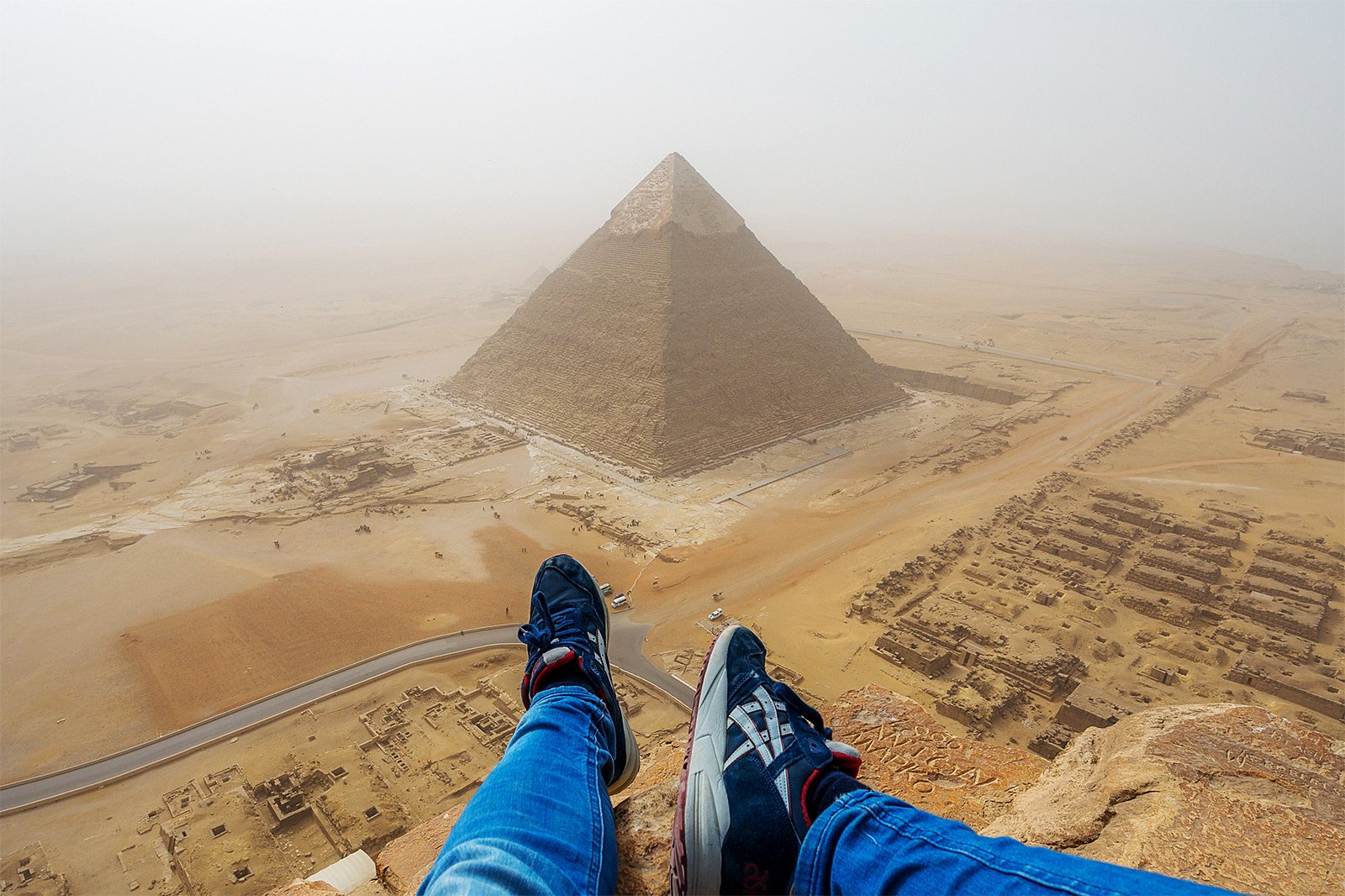 How to climb to the top of the Pyramid of Cheops in Cairo