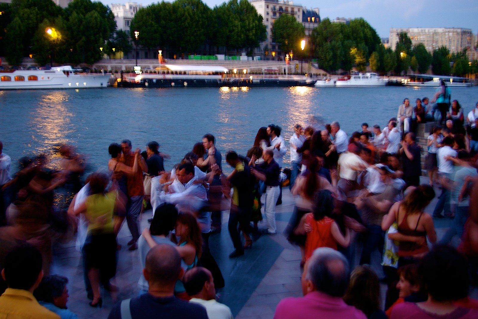 How to dance tango on the bank of the Seine in Paris