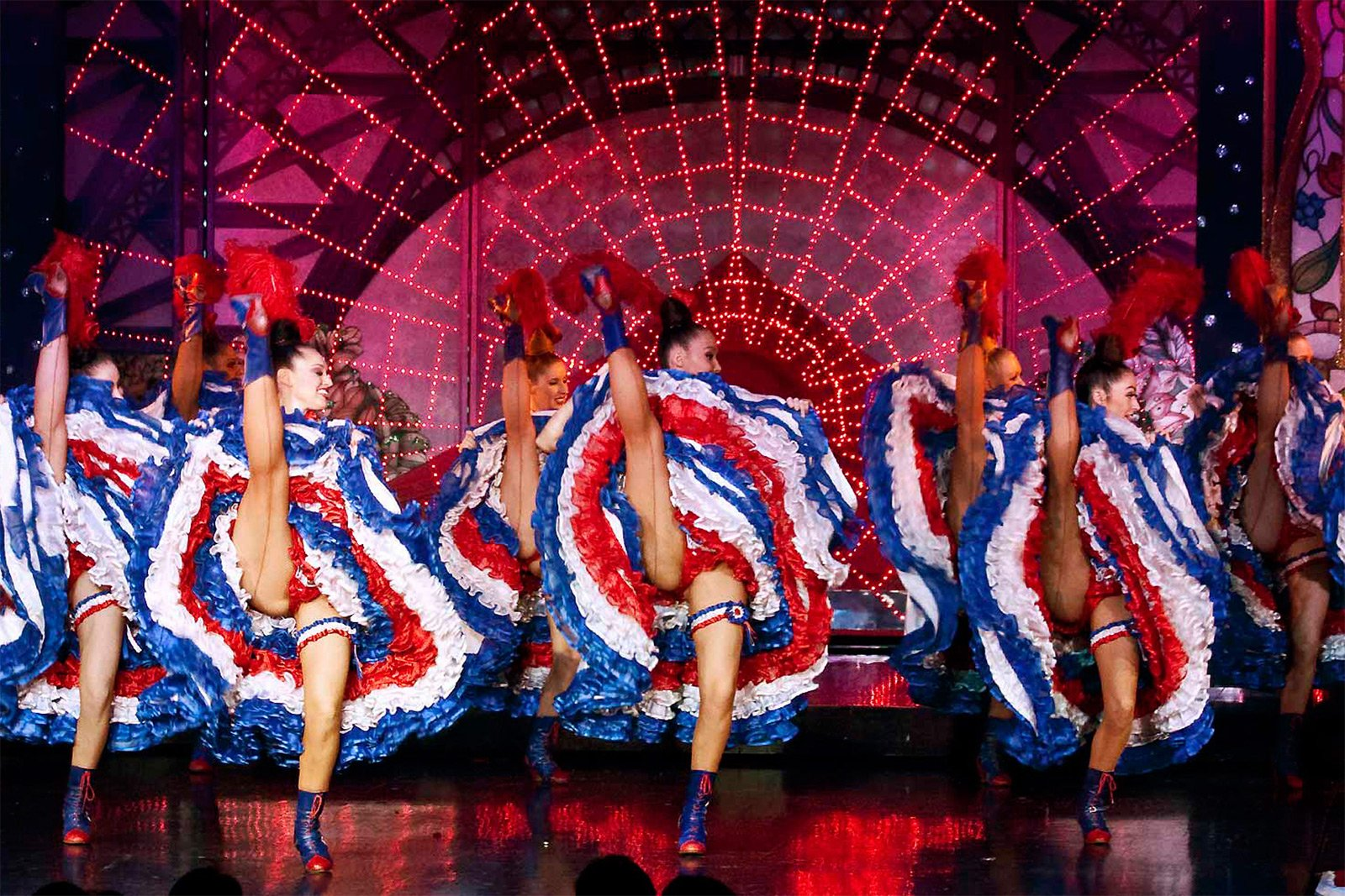 How to see cancan at Moulin Rouge in Paris