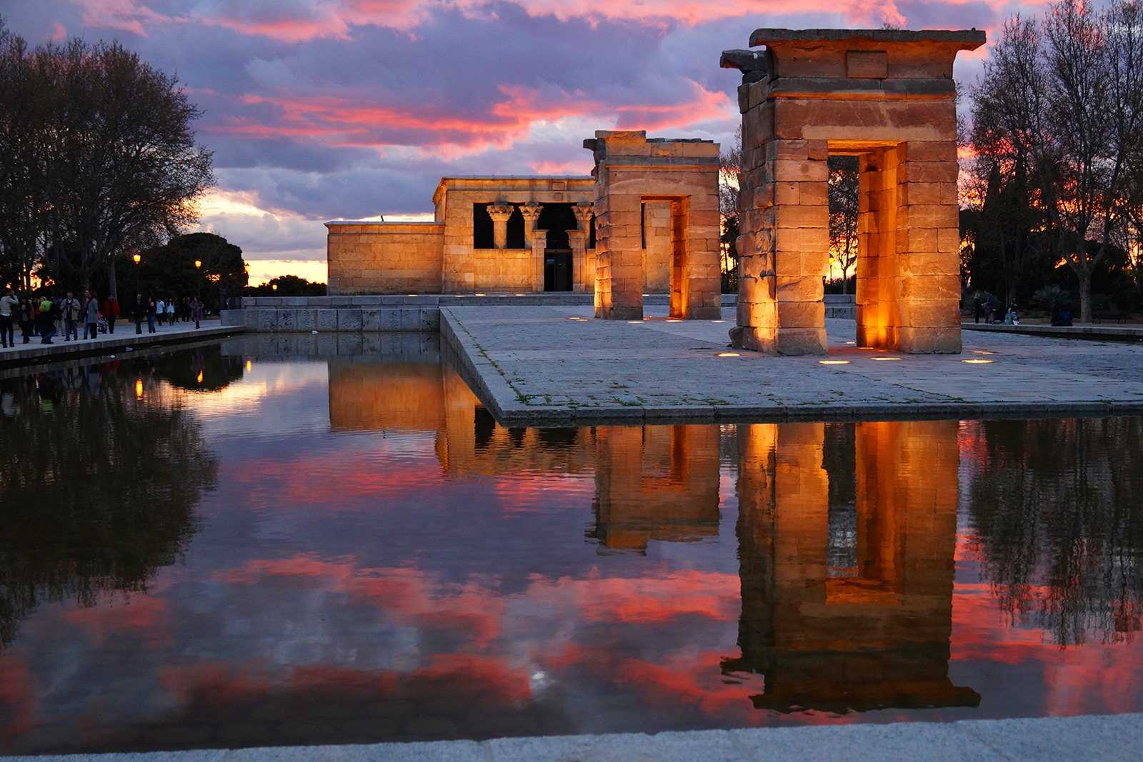 How to see the sunset on the observation deck of the Egyptian temple in Madrid