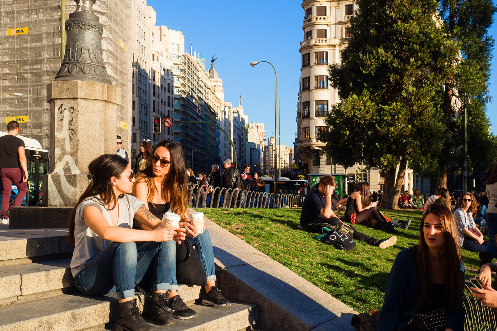 How to have a picnic on the Square of Spain in Madrid