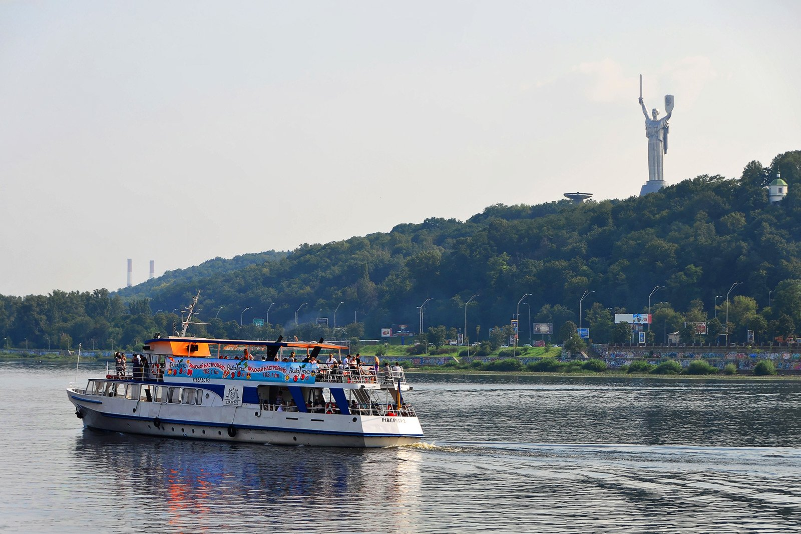 How to ride along the Dnieper on the river tram in Kiev