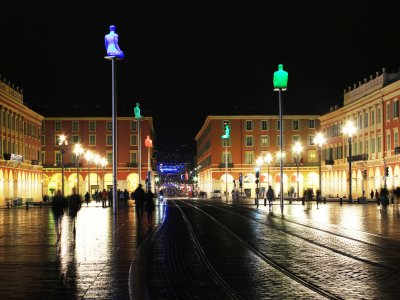 See the illuminated statues in Nice