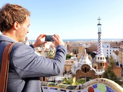Make a photo of the panorama of the city from the Parc Guell in Barcelona