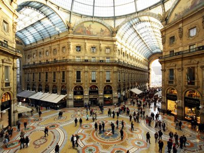 Walk through the Galleria Vittorio Emanuele II in Milan