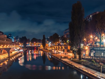 Take a walk along the canal Saint-Martin in Paris