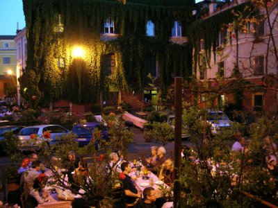 Have dinner in Trastevere in Rome