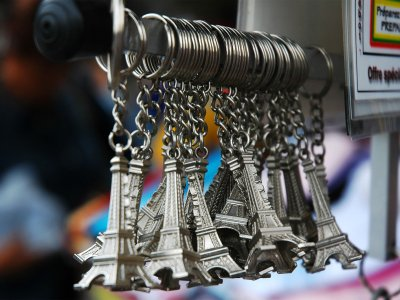 Buy keychain-tower in Paris
