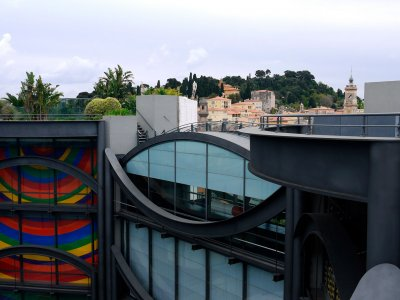 Climb up the Museum of Modern and Contemporary Art in Nice