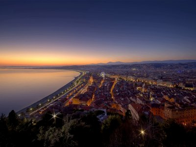 See the sunset from the top of Castle Hill in Nice