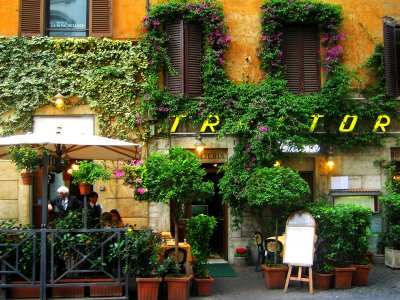 Have a dinner in trattoria in Rome
