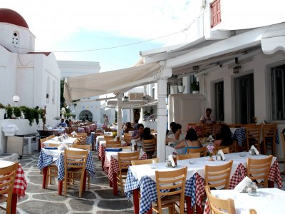 Dine in the tavern on Mykonos