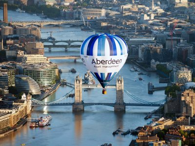 Fly on a hot air balloon in London
